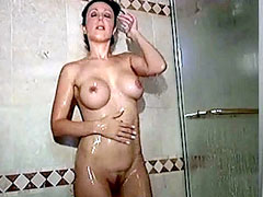 Fully nude celebrity Amy Fisher shaves..