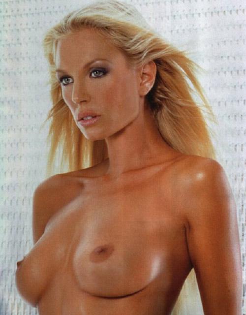 Annalise Braakensiek lo hizo todo: tenía una cinta de sexo popular, filtró fotos de teléfonos celulares y sus fotos de la desnuda actriz australiana Annalise Braakensiek.
