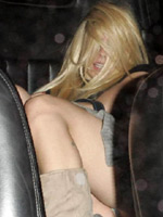 Singer Avril Lavigne in machine upskirt..