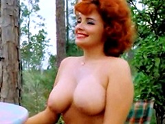 Blaze Starr Plays a chess fully naked in park