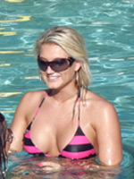 Celebrity Brooke Hogan showing nice tits
