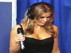 Carmen Electra has sex with Sybian..