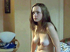 fu;;y naked Christina Ricci on bed