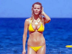 Brooklyn Decker breasts bouncing in a..