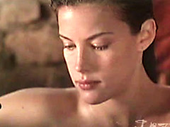 attractive actress Liv Tyler shows her..