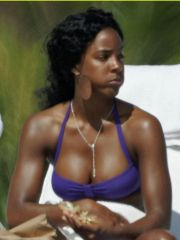 Attractive Kelly Rowland sunbathing in..