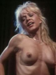 Actress Linnea Quigley Shows Her..