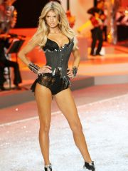 Beauteous Marisa Miller in stunningly..