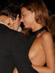Adorable Miranda Kerr shows her sexy..
