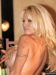 awesome Pamela Anderson grabing her..