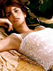 sweet actress Penelope Cruz posing in..