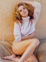 sexy fotomodel Rebecca Romijn posing on..