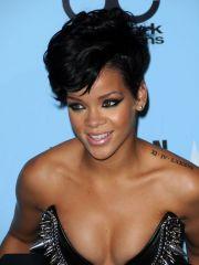 Naughty Rihanna posing her sweet..
