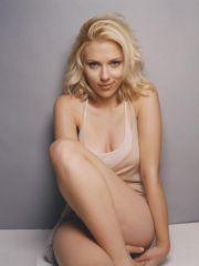 Scarlett Johansson posing her delicious..
