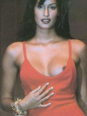 Attractive Supermodel Yasmeen Ghauri..