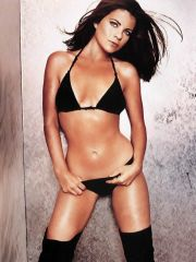 lovely actress Yasmine Bleeth shows her..