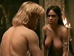 Gorgeous Rosario Dawson shows her..