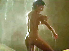 Sweet actress Phoebe Cates shows her gorgeous body