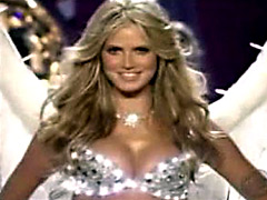 Heidi Klum posing in hot lingeri and..