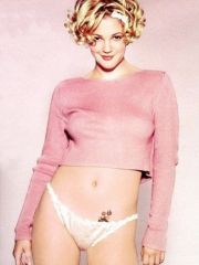 famous actress Drew Barrymore shows her..