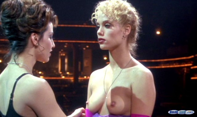 Elizabeth Berkley Shows Her Nice Tits And Pussy