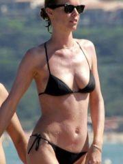 Pretty Eva Herzigova absolutely nude..