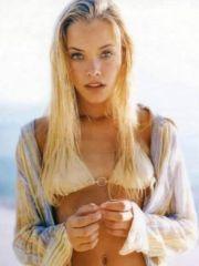 fashion chisel Kristanna Loken posing..
