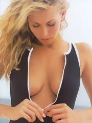 pretty model Niki Taylor posing in..