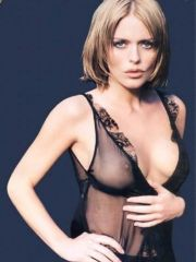 sweet actress Patsy Kensit shows her..