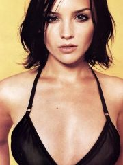 Fine-looking Rachael Leigh Cook in tiny..