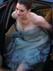 Hot Anne Hathaway sexy cleavage & mini..