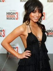Awesome Vanessa Hudgens Shows Her Nice..