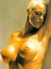actress Brigitte Nielsen shows her..