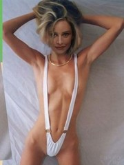actress Calista Flockhart shows her..