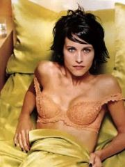 charming actress Courtney Cox posing in..