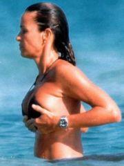 Sexy babe Cristina Parodi paparazzi..