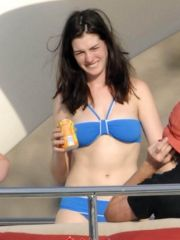 Anne Hathaway celebrity in the buff..