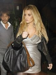 Bodacious Jessica Simpson looking hot..