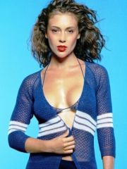 Cute Alyssa Milano gets a fucking scene..