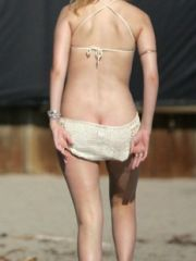 Mischa Barton accidentally shows her..