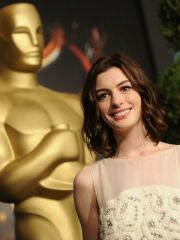 Gorgeous Anne Hathaway wearing cleavage..