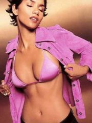 Hot actress Halle Berry in a pumping..