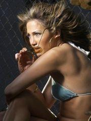 Jeniffer Lopez wears downcast dress..