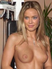 Superb chick Kristanna Loken showing..