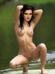 Pretty actress Rachel Weisz bare naked..
