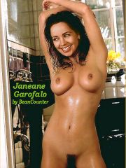 Does Naked pics of jennifer lavoie tell