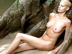 Fully nude Daryl Hannah exposes outdoor