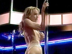 Nude Daryl Hannah, dances a striptease