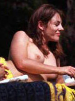 Elizabeth Hurley showing her perfect body