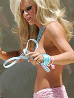 Blonde actress Jenny Mccarthy fully..